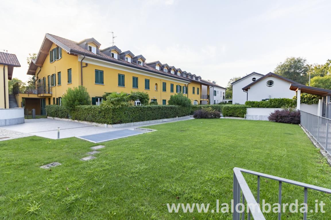 Appartamento in Affitto a Villasanta: 2 locali, 100 mq