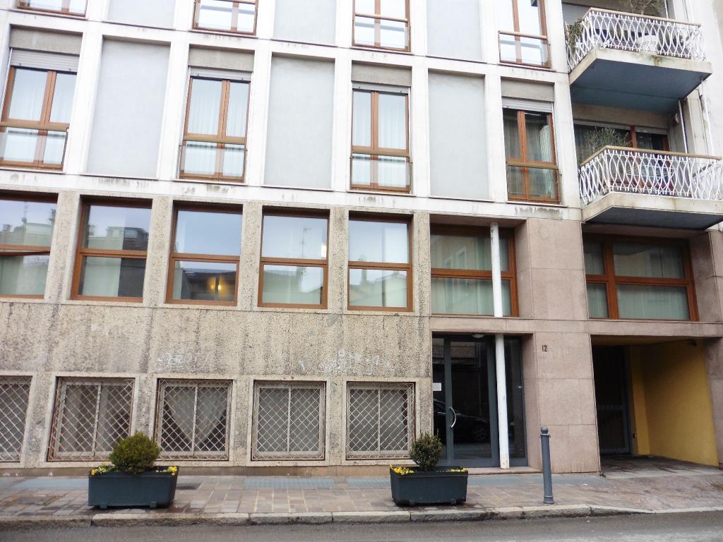 Ufficio-studio in Vendita a Monza: 5 locali, 180 mq