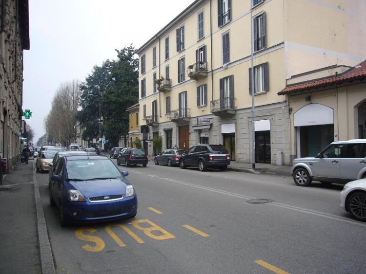 Negozio-locale in Affitto a Monza: 1 locali, 32 mq