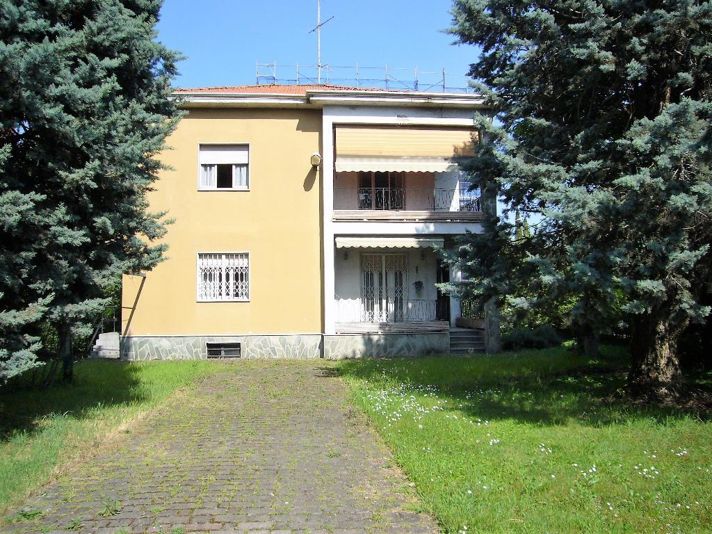 Villa in Vendita a Monza: 5 locali, 220 mq