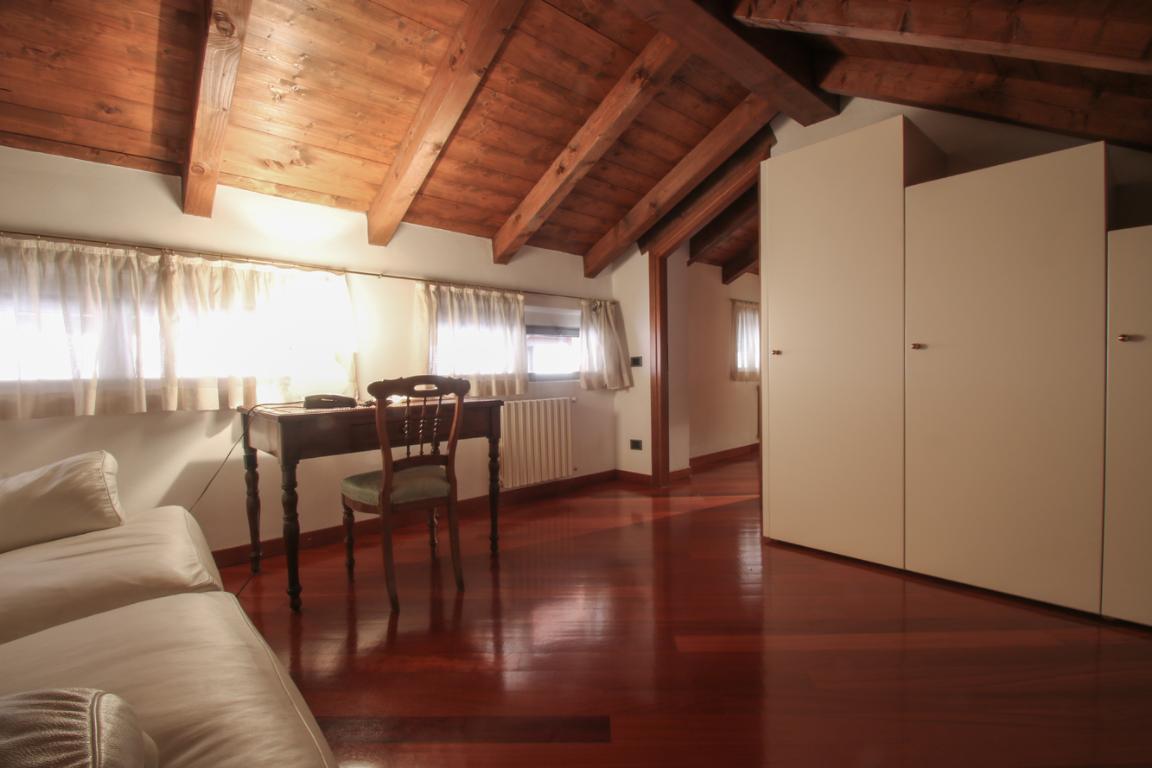 Appartamento in Vendita a Como: 4 locali, 272 mq - Foto 4