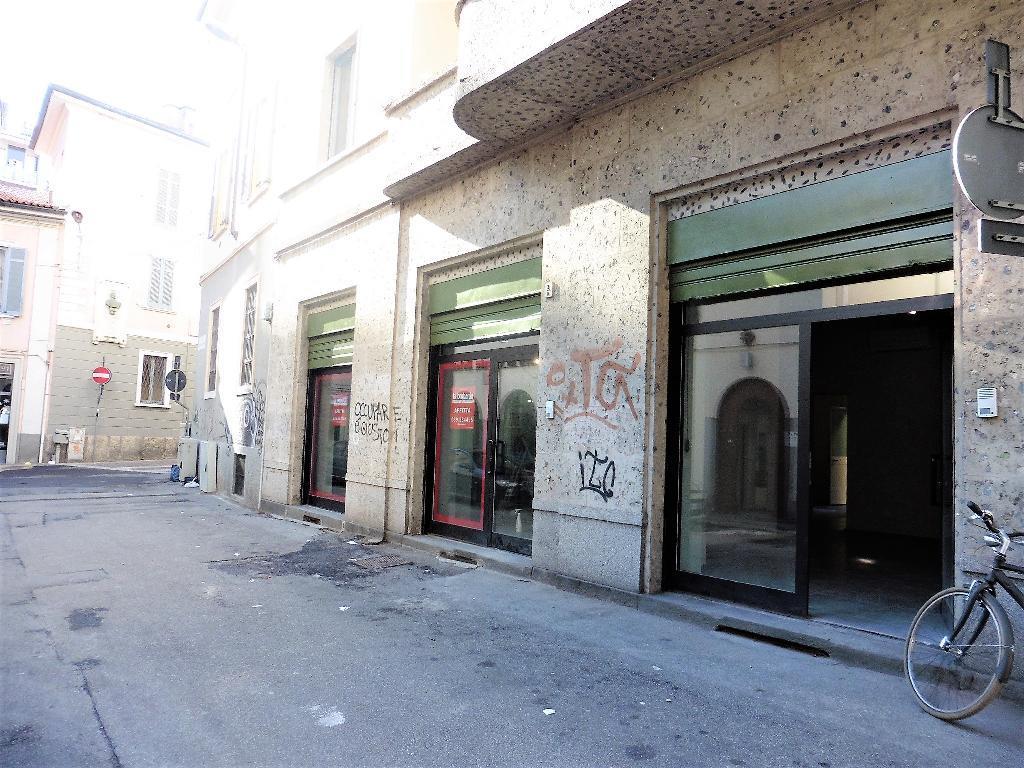 Negozio-locale in Affitto a Monza:  3 locali, 155 mq  - Foto 1