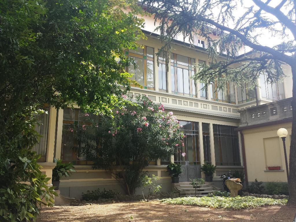 Ufficio-studio in Affitto a Monza: 4 locali, 160 mq
