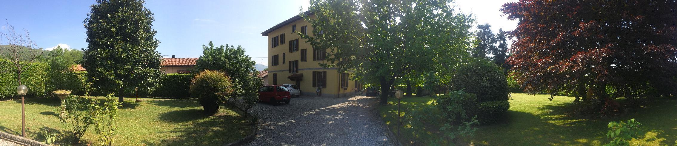 Villa in Vendita a Erba: 5 locali, 600 mq
