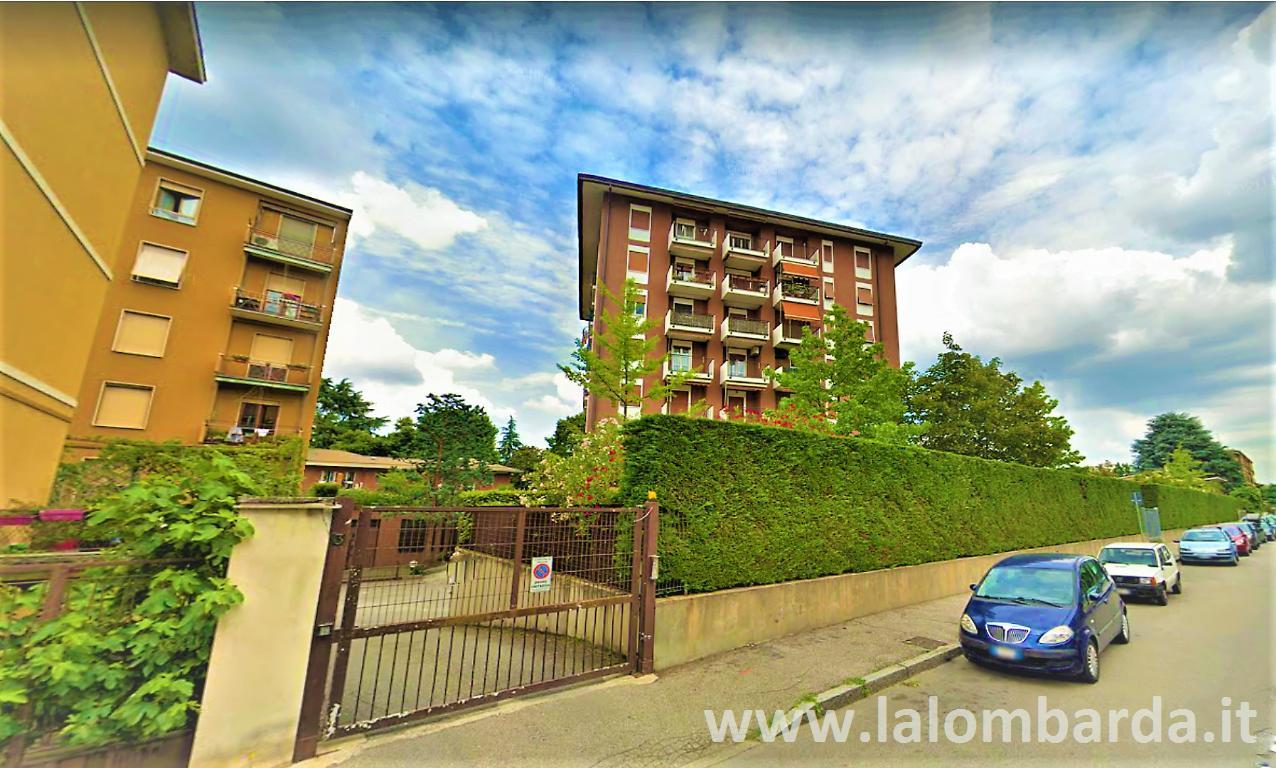 Ufficio-studio in Vendita a Monza: 2 locali, 200 mq