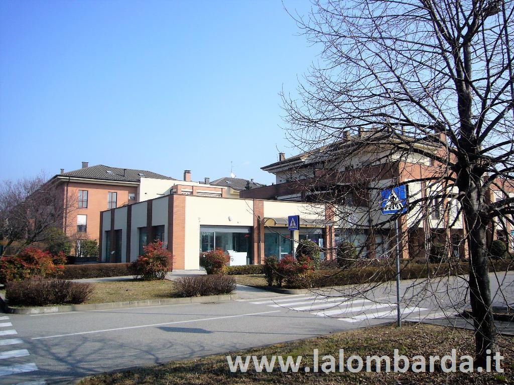 Negozio-locale in Vendita a Arcore: 4 locali, 215 mq
