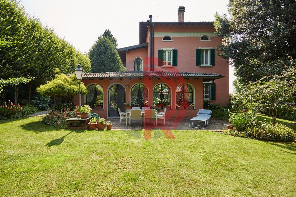 Villa in Vendita a Valmorea: 5 locali, 400 mq