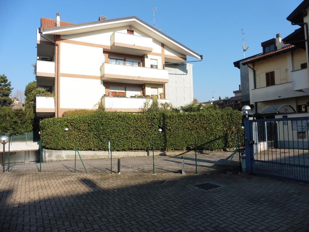 Appartamento in Affitto a Monza: 3 locali, 130 mq