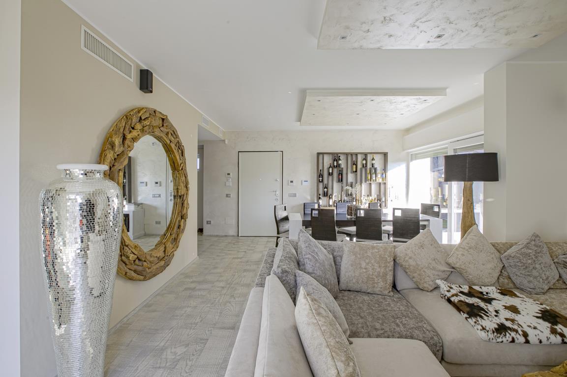 Appartamento in Vendita a San Donato Milanese: 5 locali, 221 mq