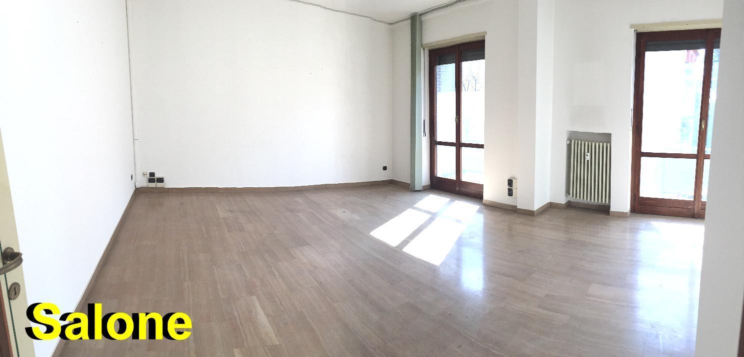 Appartamento in Affitto a Monza: 3 locali, 120 mq