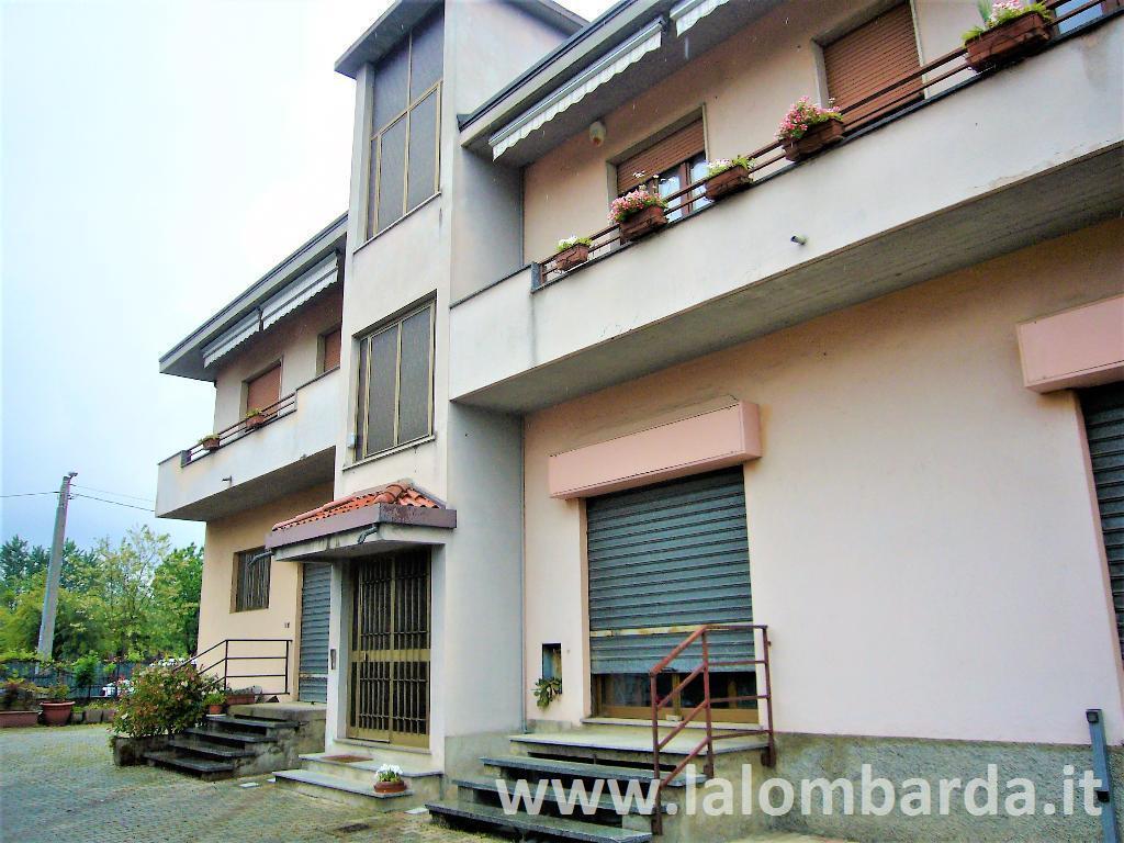 Appartamento in Vendita a Lentate Sul Seveso: 5 locali, 1399 mq