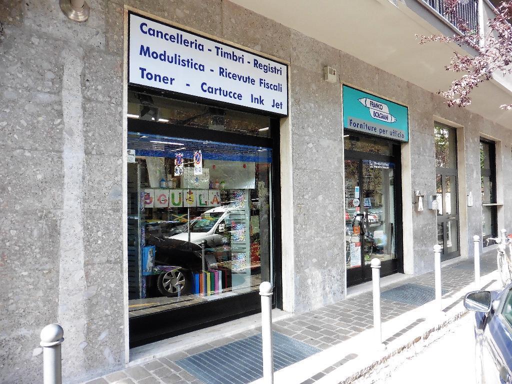 Negozio-locale in Vendita a Monza:  4 locali, 285 mq  - Foto 1