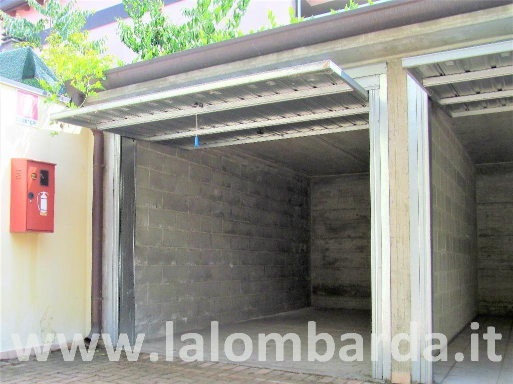 Posto-box auto in Vendita a Seveso: 1 locali, 13 mq