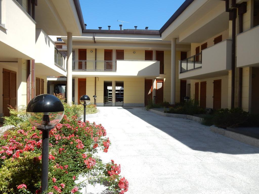 Appartamento in Vendita a Magenta: 4 locali, 139 mq