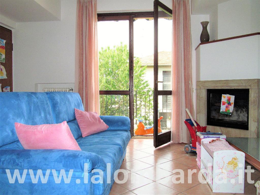 Appartamento in Vendita a Alzate Brianza: 3 locali, 106 mq