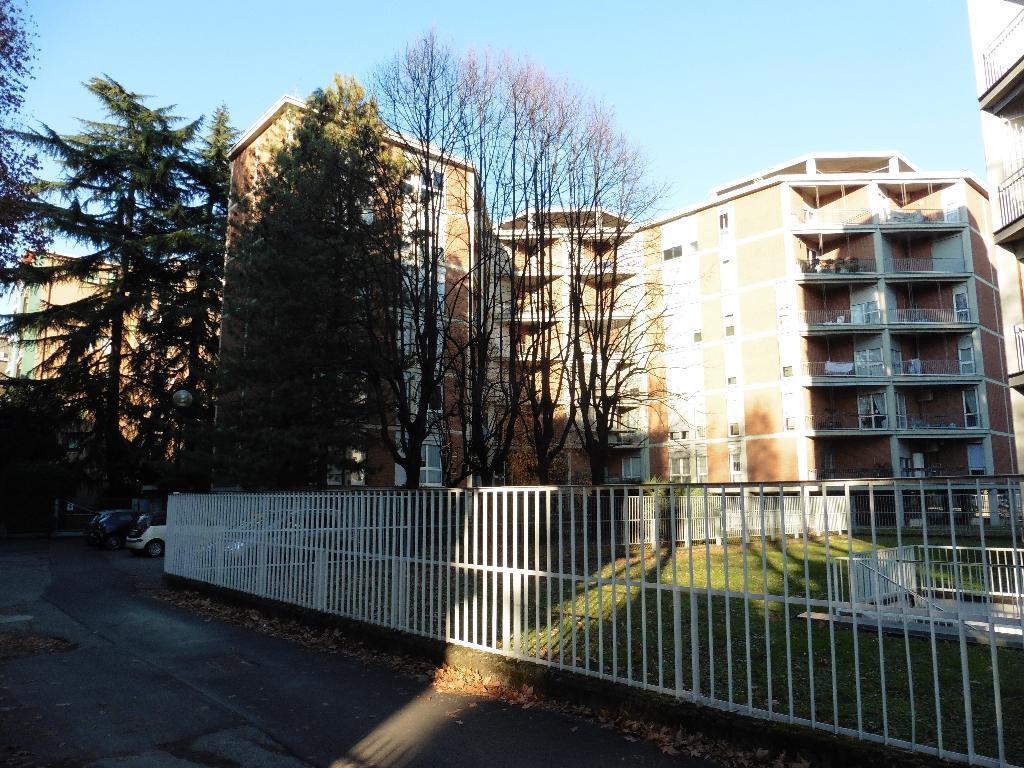 Appartamento in Affitto a Monza: 4 locali, 128 mq