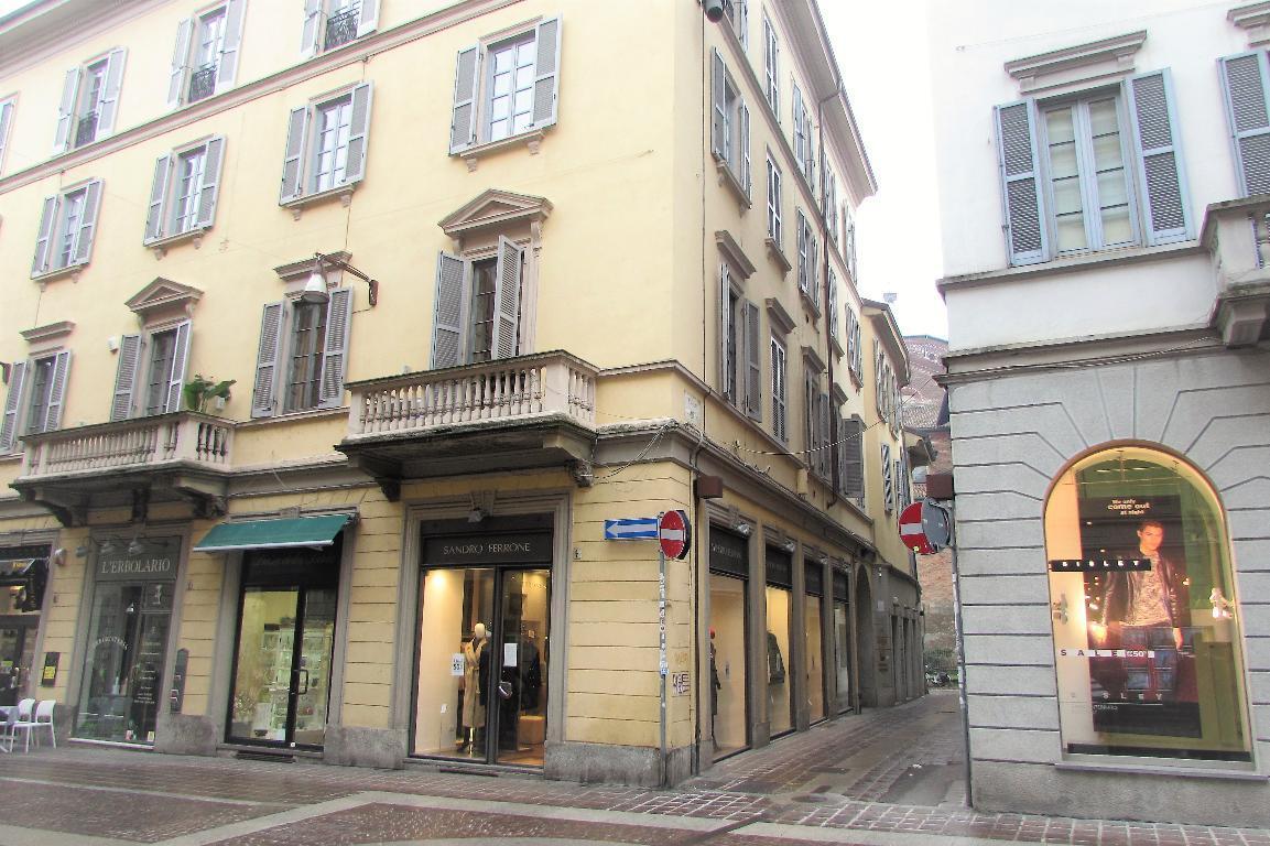 Ufficio-studio in Affitto a Monza: 2 locali, 40 mq