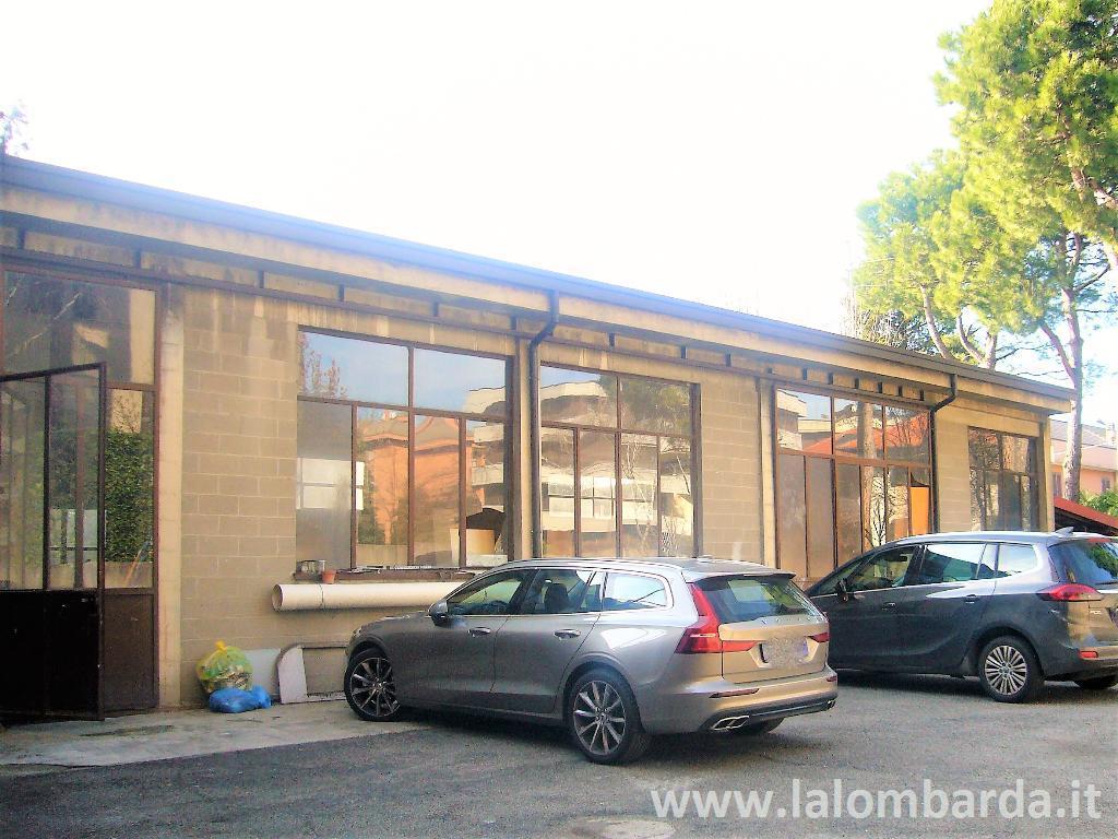 Laboratorio in Affitto a Lissone: 1 locali, 290 mq