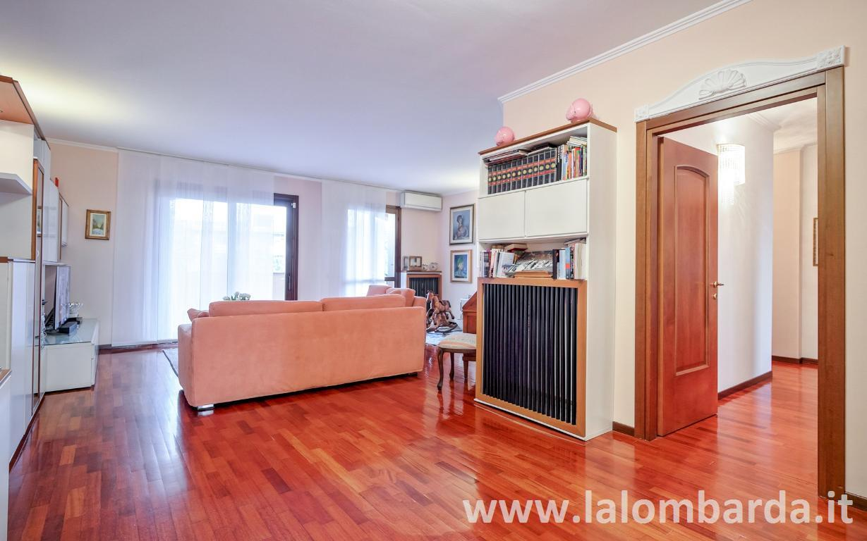 Appartamento in Vendita a Brugherio: 4 locali, 140 mq