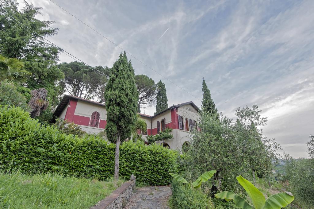 Villa in Vendita a La Spezia: 5 locali, 495 mq
