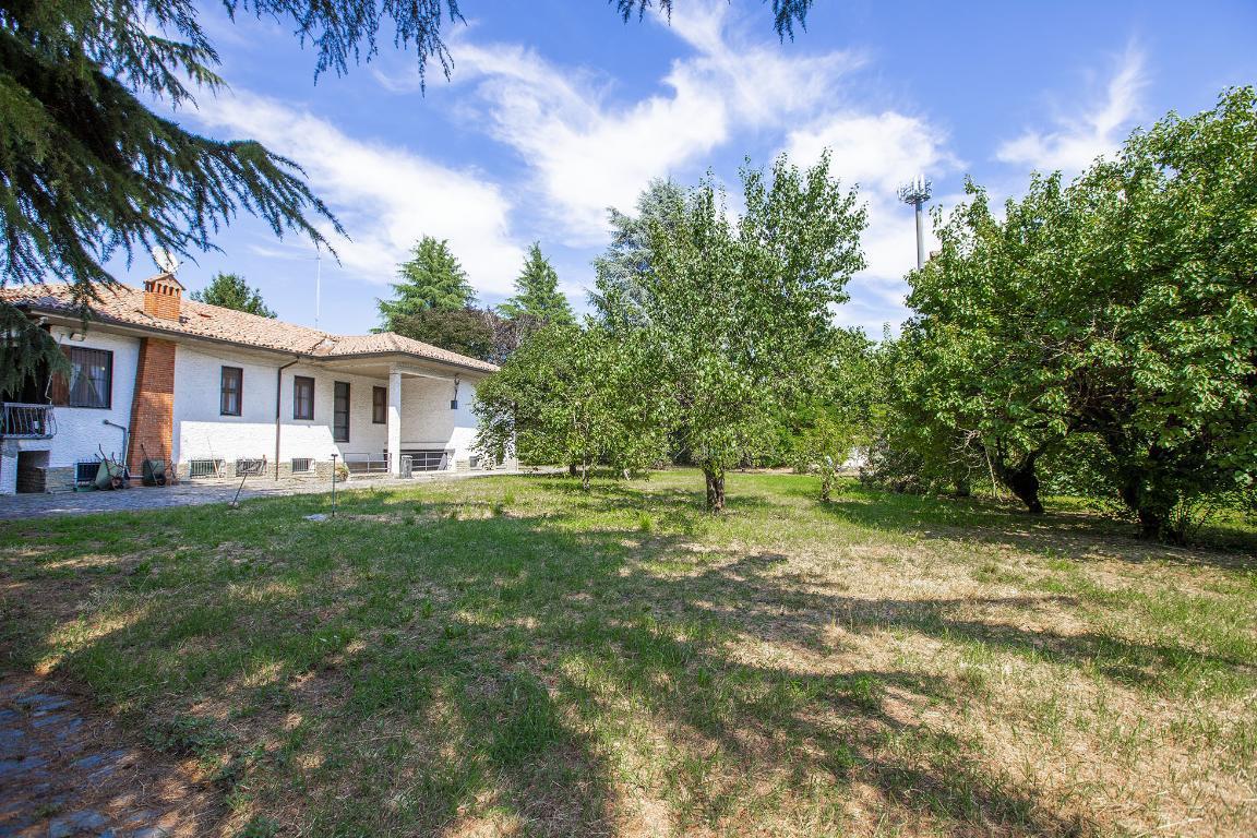 Villa in Vendita a San Colombano Al Lambro: 5 locali, 390 mq