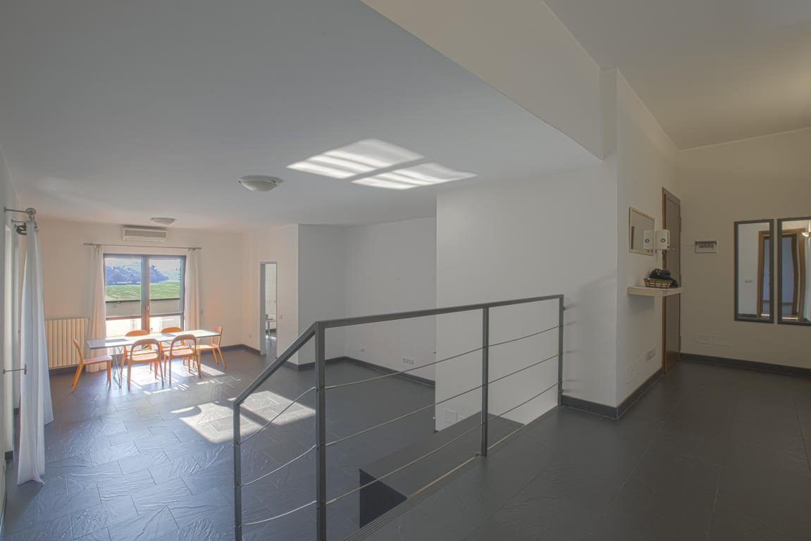 Appartamento in Vendita a Peschiera Borromeo: 4 locali, 151 mq