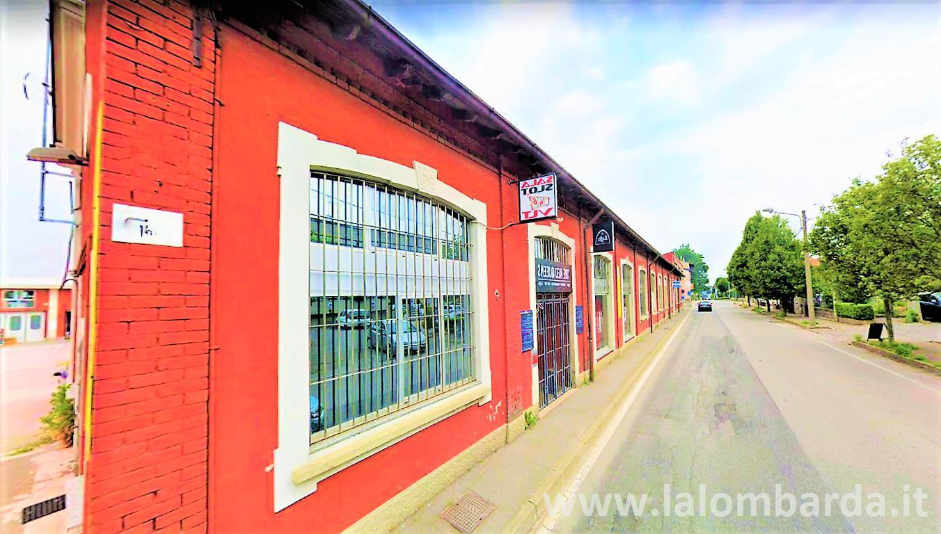 Negozio-locale in Vendita a Bregnano: 2 locali, 500 mq