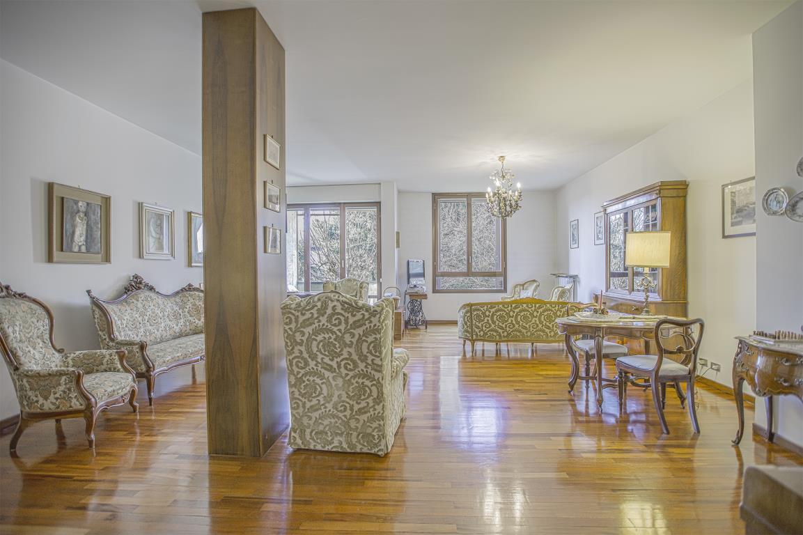 Appartamento in Vendita a San Donato Milanese: 5 locali, 193 mq