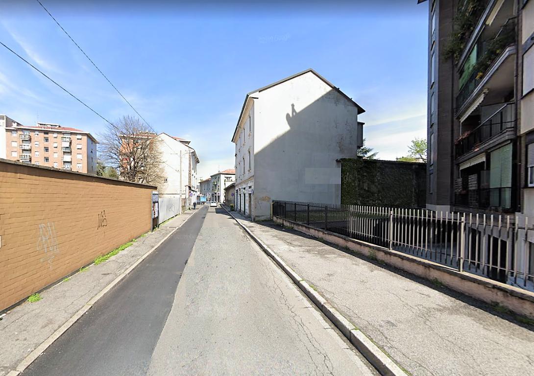 Negozio-locale in Affitto a Monza: 1 locali, 30 mq