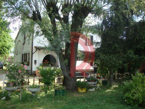 Casa indipendente in Vendita a Castelvetro Piacentino: 5 locali, 400 mq