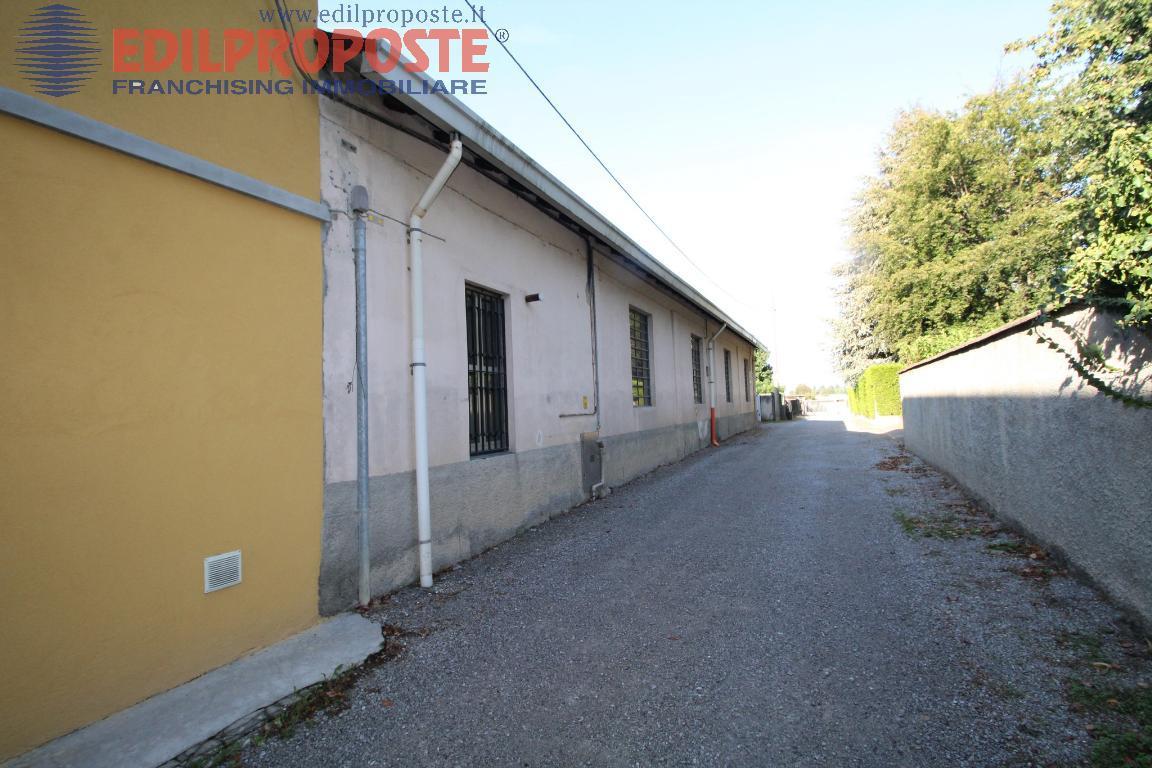 Terreno edificabile in vendita - 1300 mq
