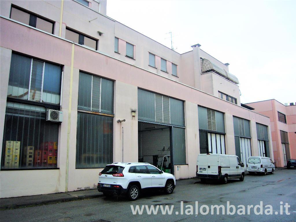 Capannone in Vendita a Cassano D'Adda:  1 locali, 226 mq  - Foto 1