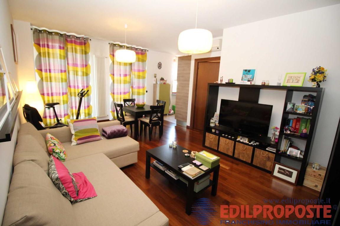 Vendita Bilocale Appartamento Lazzate Via Roma 1  218316