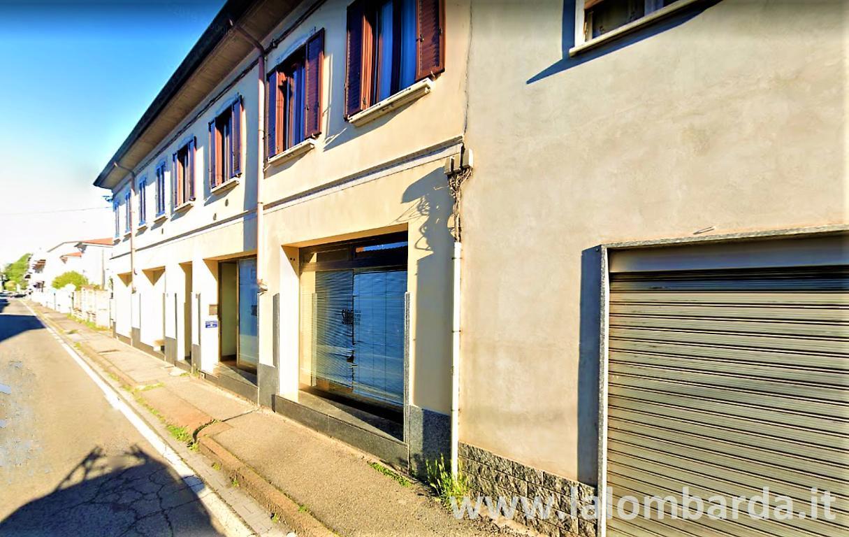 Negozio-locale in Vendita a Cesano Maderno: 4 locali, 106 mq