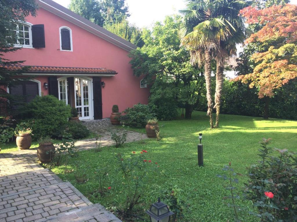 Villa in Vendita a Correzzana: 5 locali, 500 mq