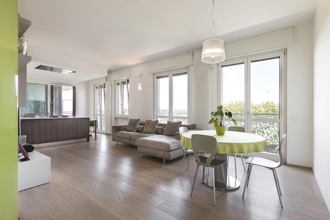 Appartamento in Vendita a San Donato Milanese: 4 locali, 145 mq