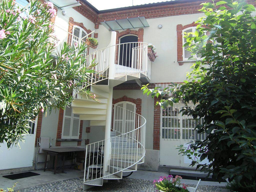 Porzione di casa in vendita - 500 mq