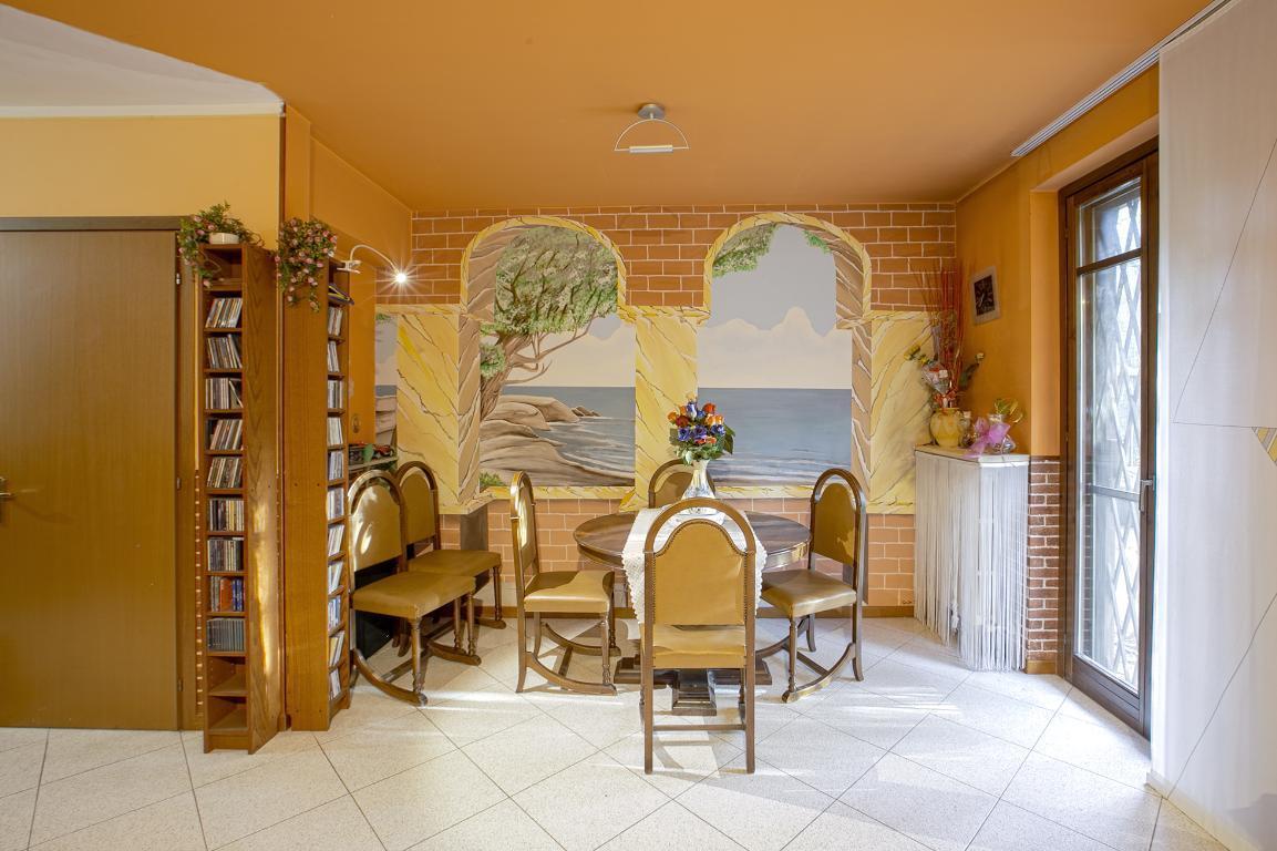 Villa in Vendita a San Donato Milanese: 5 locali, 200 mq
